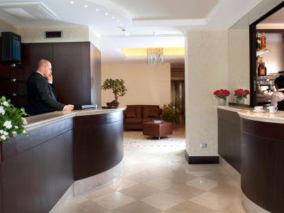 oc-hotel-villa-adriana-common-areas-001