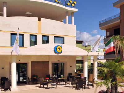 oc-hotel-villa-adriana-external-001