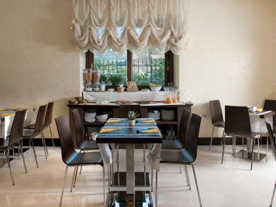 oc-hotel-villa-adriana-common-areas-004