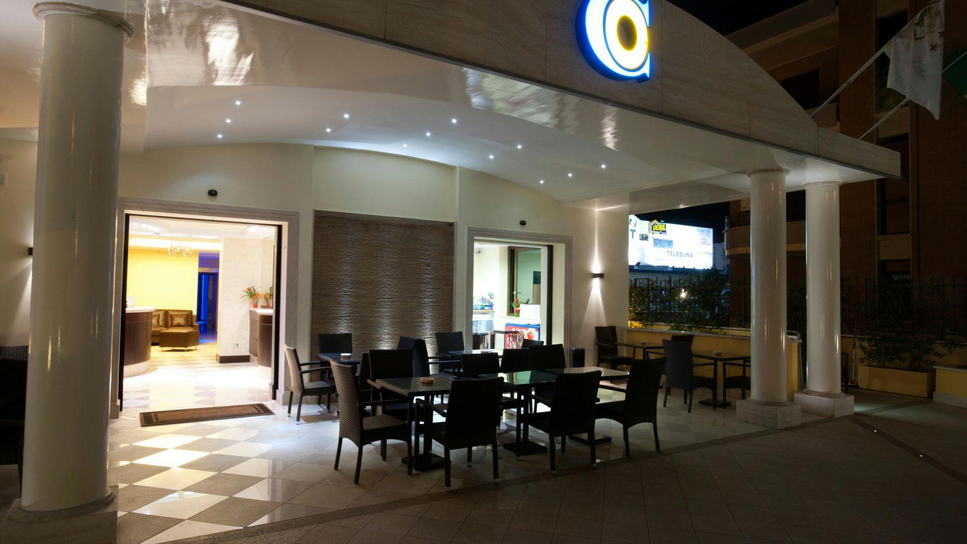 oc-hotel-villa-adriana-external-005